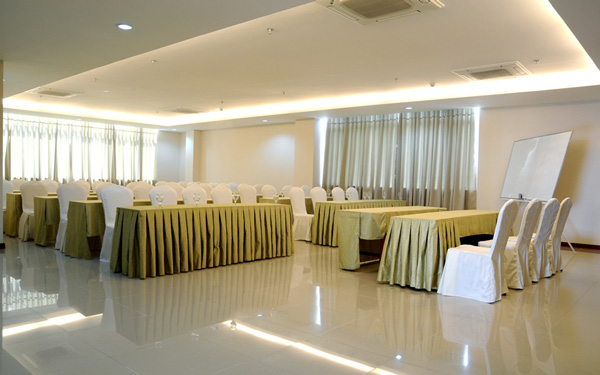 CONFERENCE ROOM OF THE COAST HOTEL